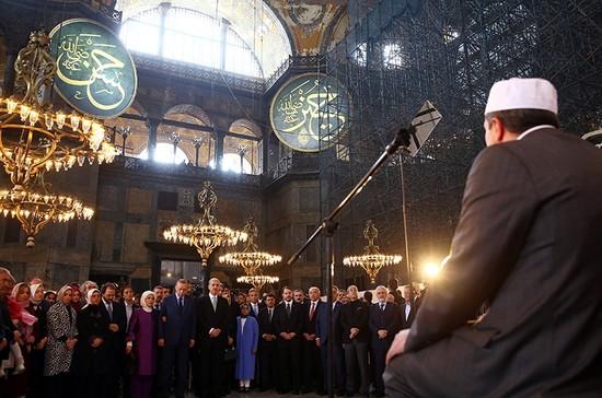 0x0-erdogan-launches-first-classical-turkish-arts-biennial-in-istanbuls-hagia-sophia-1522503952080.jpg